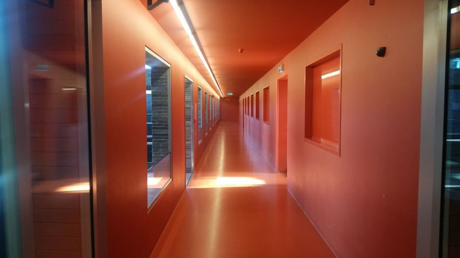 EyeEm Selects Corridor Indoors  Architecture Symmetry No People Built Structure Beeld En Geluid Travel Destinations Architecture Taking Pictures Peace And Quiet Tranquil Scene Hanging Out