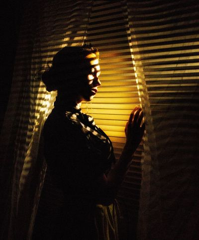 La ventana Silhouette Indoors  People Photography Silhouette Eyeem Selction Eyeemphotography Illuminated Soledad_infinidad_caminos