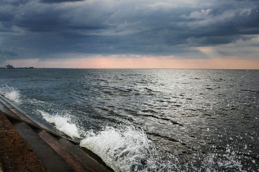 The Lake Louisiana Thelake Neworleans Sitram Photo's Splash Sunset Stormclouds Waves Waves Crashing Photography In Motion