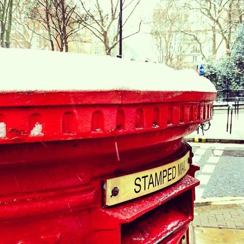 It's snowing in #london ❄❄⛄❄ #alan_in_london #insta_uk #insta_london #snow #postbox Snow London Postbox Insta_uk Alan_in_london Insta_london