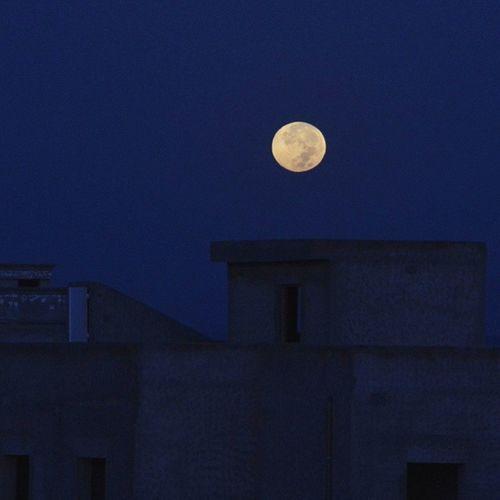 Bloody_moon Moon_set Moon Kairouan Tunisia غروب القمر هذا الصباح :) بون مش حمراء برشا :p