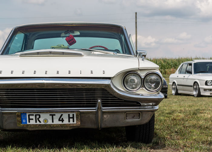 Ford Thunderbird fotografiert auf dem Power Meet Schwanau Ford Car Day Ford Thunderbird Headlight Land Vehicle Mode Of Transport No People Old Car Old-fashioned Oldtimer Outdoors Retro Styled Sky Thunderbird Transportation Vintage Car White
