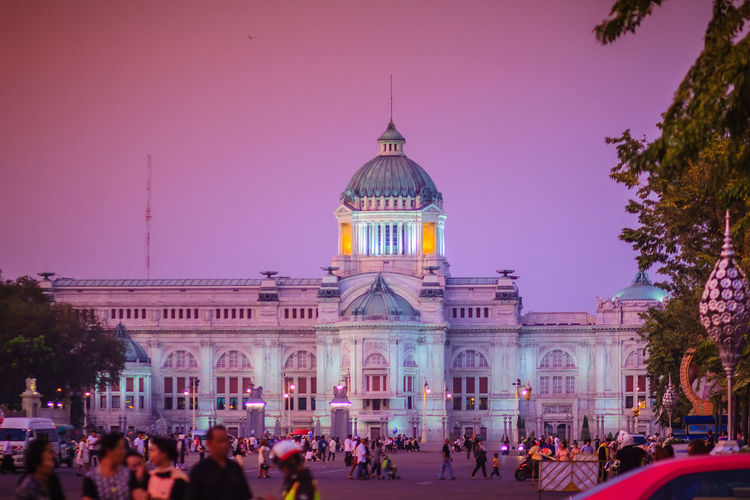 Beautiful evening view of Ananta Samakhom Throne Hall, the former royal reception hall within Dusit Palace and the most famous tourist attraction in Bangkok, Thailand. Ananta Ananta Samakhom Palace Ananta Samakhom Throne Hall Tourist Attraction  Ananta Samakhom Throne Hall, Architecture Building Building Exterior Built Structure City Crowd Dome Dusit Palace Dusk Façade Government Group Of People Illuminated Large Group Of People Nature Outdoors Purple Real People Royal Reception Hall Sky The Past Tourism Tourist Attraction In Thailand Tourist Attractions Tourist Attractions, Tourist Destinations, City Life, Leisure Activities, Travel Travel Destinations Tree