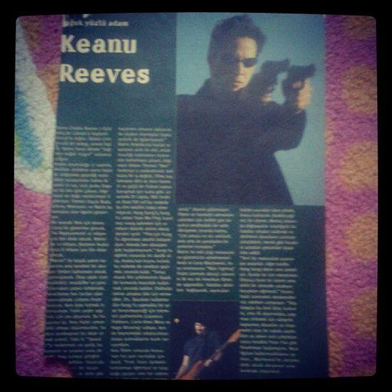 Thematrix Keanureeves 1999 Cinema 13 sene once, meslegimi secmeme sebep olan yazinin bulundugu sinema dergisi sayfasi.