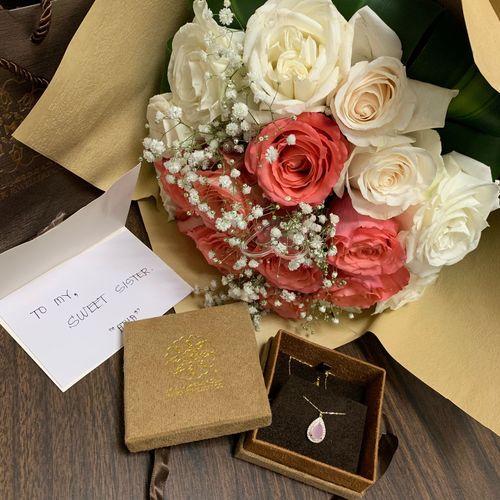 الله لايحرمني يارب ❤️ صديقتي اختي ورد هديه لقطه صوره تصويري  Today :) Picture Photos Sister Friends Rose - Flower Plant Flowering Plant Celebration Flower Arrangement Gift Text Love Bouquet