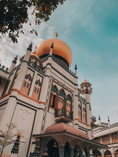 Singapore EyeEm Selects Architecture Building Exterior Built Structure Building Sky City Travel Destinations Low Angle View Place Of Worship Religion Tourism Nature Travel