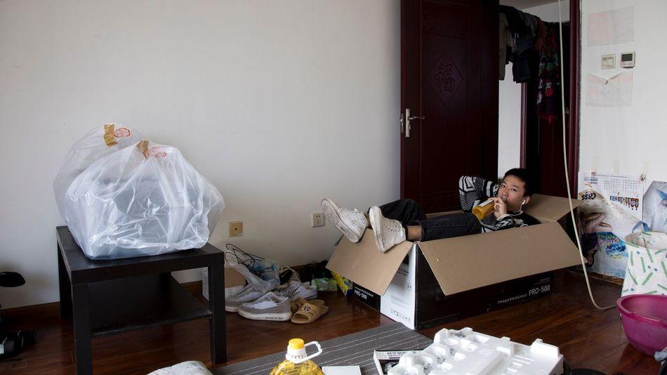 破(2018-11-25) Indoors  Sitting Table Messy Home Interior One Person Paper