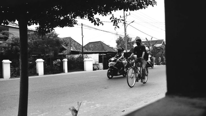 Transportation Street Outdoors Bicycle Black And White Streetphotography Indonesian Photographers Collection Wonderful Indonesia Palembang-Indonesia Obelixphotohraphy Photography Themes