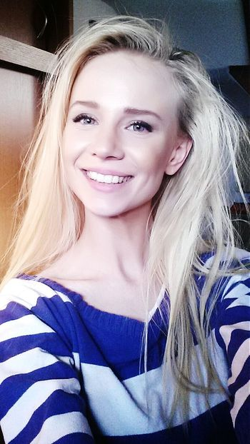 Selfie Slavic Woman Polishgirl Blond Portrait Shoot Smile Happiness