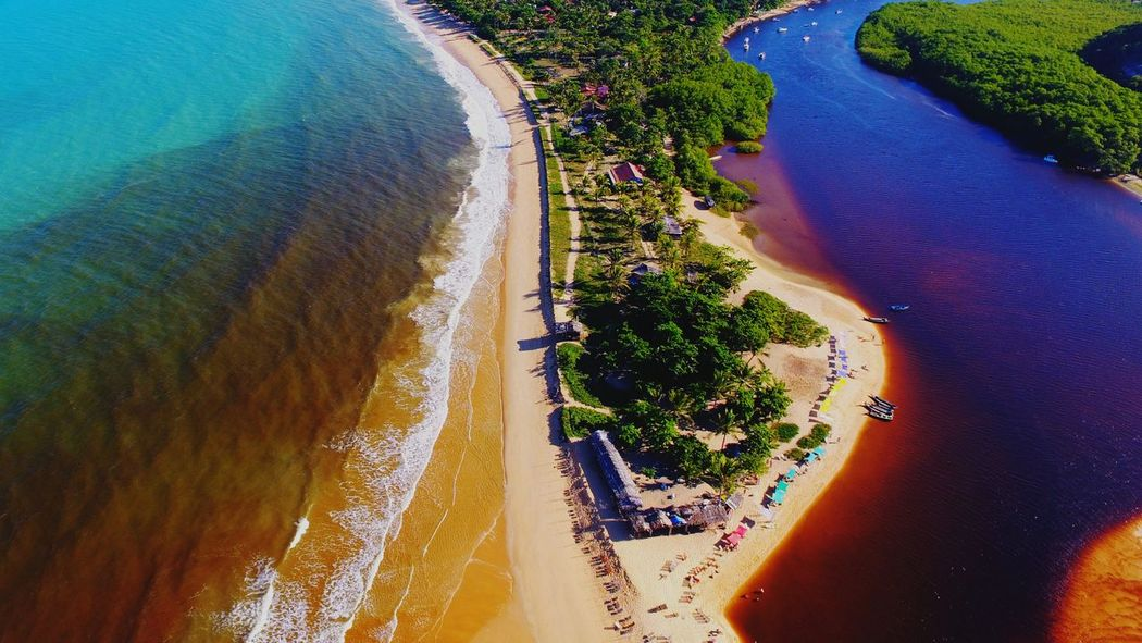 Foto aérea da paradisíaca Caraíva, Bahia, Brazil Drone  Dronephotography Aerial Shot Aerial Photography Beach Beachphotography Beach Photography Seascape Sea River Caraiva Paradise Sun Bahia Beach Life Sea Life Aerial View High Angle View No People Sand Scenics Day Nature Water Outdoors Landscape Beauty In Nature Tree Sky An Eye For Travel