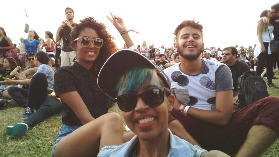 Sunglasses Friendship Celebration Crowd Weekend Activities Young Adult Lollapaloozabr Lollabr Selfies Togetherness Catfish And The Bottlemen