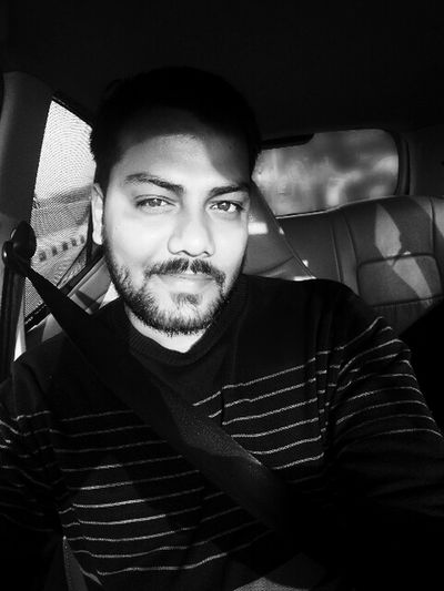 Hello World ✌ Traveling Home For The Holidays Black And White Driving One Young Man Only Mobile Photography That's Me✌️ Check This Out One Person Beard Young Adult Adult One Man Only Have Fun With Life 1st Day Of 2017 Self Portrait Model Light And Shadow