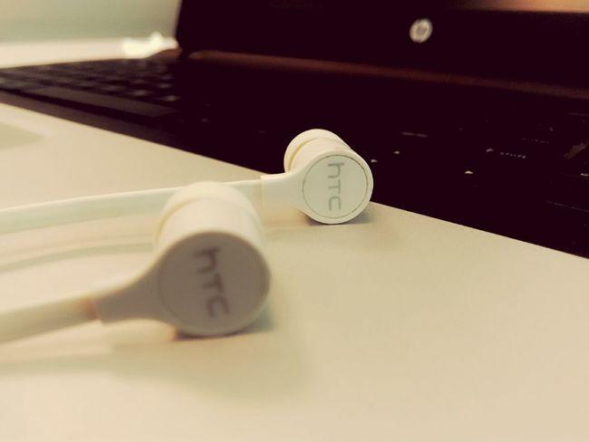 Dubai Officetime Htc One M8 Earphones In ❤ Taking Photos