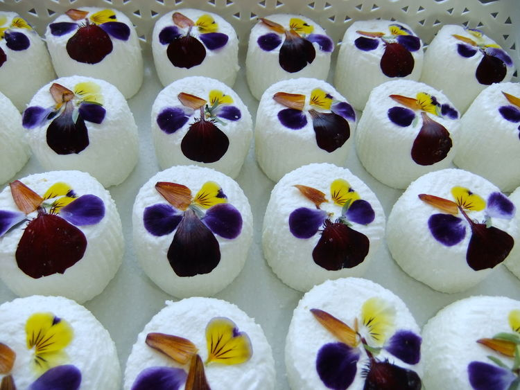 spring cheeses Cheese! Edible Flowers Goats Goats Cheese Delish Food Porn Healthy Eating Springtime