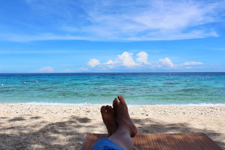 Sea Beach Low Section Human Body Part Horizon Over Water Human Foot Human Leg Blue Leisure Activity One Person Summer Vacations Relaxation Cloud - Sky barefoot Sky Water Sand