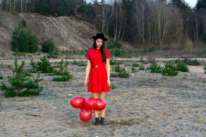 RED BALLOONS 🎈 Learning To FlyEyeEm Best Shots Red Balloons Color Portrait Portrait Of A Woman Portrait The Fashionist - 2015 EyeEm Awards EyeEm Masterclass Getting Creative