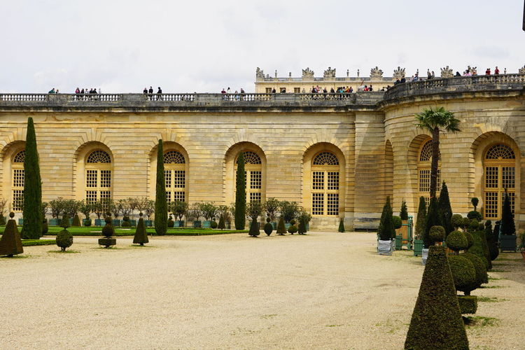 château de versailles Château De Versailles  Paris Versailles Arch Architecture Building Building Exterior Built Structure City Courtyard  Day Façade Group Of People History Incidental People Nature Old Outdoors Plant Sky Spring The Past Travel Travel Destinations Window