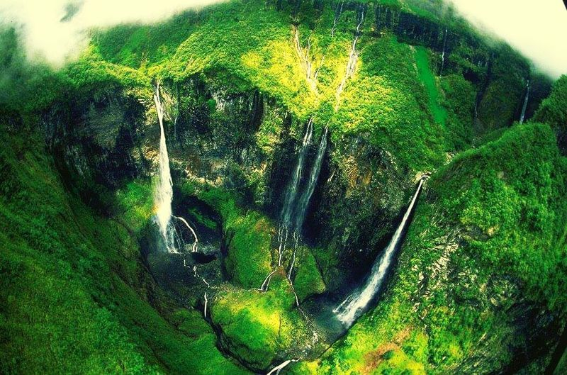 Beautifull photo RÉUNION island Cascade Mountains People Of EyeEm Eye4photography  EyeEmBestPics EyeEm Nature Lover Reunionisland 🌴 Eye4photography  Jungle & Mountain Weekend On Eyeem Outdoors The Week On Eyem Eye4photography  Beauty In Nature Water Plante Arbre Eau Randonée Helicoptere The Secret Spaces