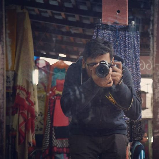 when you have nobody to click your pictures! StupidOnSunday BringPeace Delhi Photographer Photography Streetphotography Traveller Fun VSCO Dslrselfie Nikon Nikon_photography Dillihaat