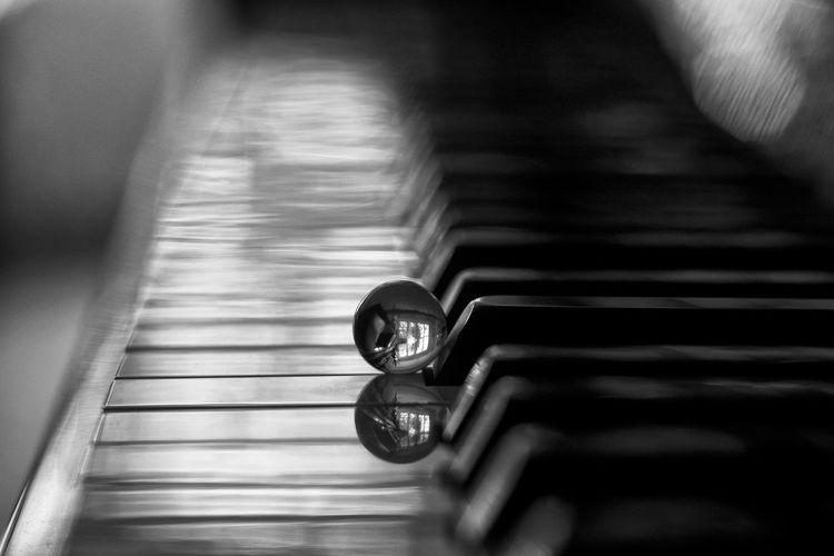 50mm Music Piano Piano Keyboard  Reflection Blackandwhite Blurry Close-up Cristal Instrument Marble Musica Musical Instrument Piano Key Selective Focus