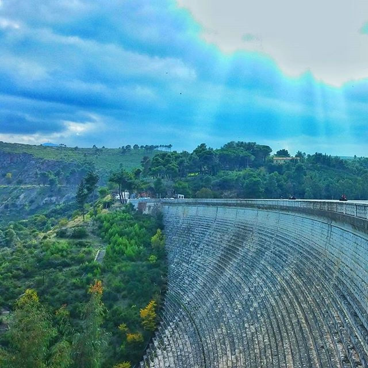 hydroelectric power, dam, renewable energy, water, fuel and power generation, built structure, architecture, alternative energy, no people, scenics, sky, day, outdoors, nature, beauty in nature, river, cloud - sky, mountain, motion, tree, power in nature, irrigation equipment