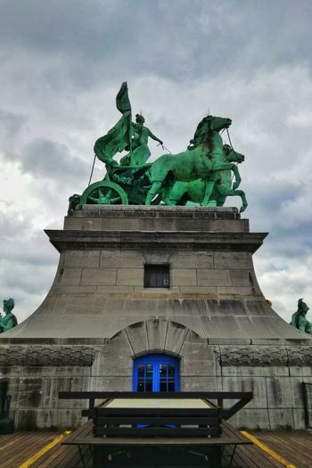 Musée royal de l'armée et de l'histoire militaire; terrazza panoramica Bruxelles Bruxelles-Capital Bruxellesnight Streetphotography Street Photography Streetphoto_color Wanderlust Travel Destinations Travel Traveling Flying Fly World Discovery World Discoveryourcountry Europe Cityscape City Life cityscapes City Statue King - Royal Person Sculpture History Royalty Ornate Sky Architecture Built Structure City Gate Royal Person Queen - Royal Person Renaissance Ancient Neo-classical Civilization