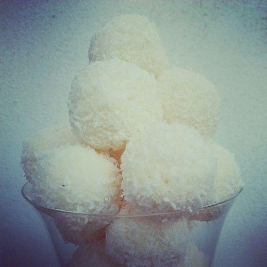 Desserts I make @solozuccheriacolazione.altervista.org Desserts Coconut Praline Mignon
