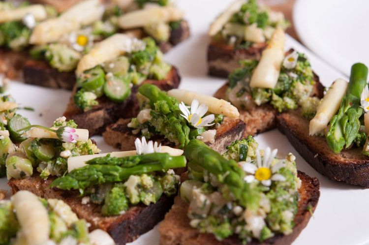 Bruschette with Asparagus and Wild Herbs . Food