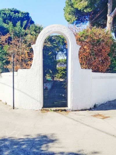 Day No People Architecture Outdoors Summer Beach Sky Multi Colored Colors Sunlight Adventure Travel Photography External Tranquility Circeo Door Doorsworldwide White Blue
