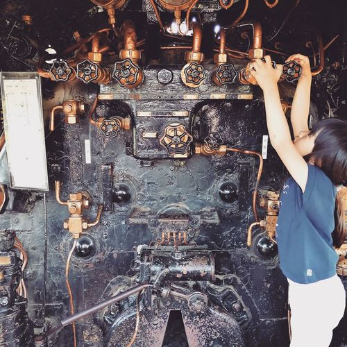Locomotive Locomotive Engine Engine Room Family Family Time Day Structure Japan Japan Photography One Person