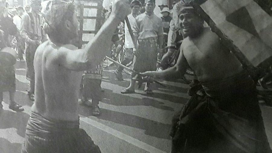 "Capturing original picture (Kompas/Samuel Oktora) on page 22nd of Kompas Daily Newspaper (10/5/15) had titled ""Festival Lombok Sumbawa"". Atraksi Budaya Paserean Prosesi"