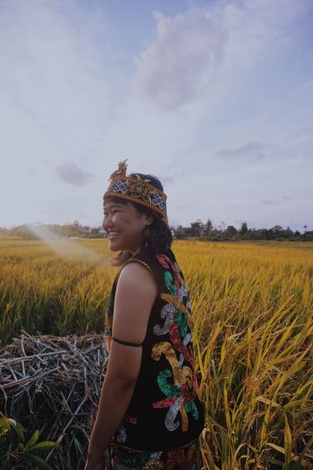 Wanderlust EyeEm Indonesia Morning TheWeekOnEyeEM EyeEmNewHere Plant Field Land One Person Sky Real People Growth Farm Three Quarter Length Landscape Leisure Activity Flowering Plant Beauty In Nature Lifestyles Flower Agriculture Nature Outdoors Women Rural Scene International Women's Day 2019 Springtime Decadence