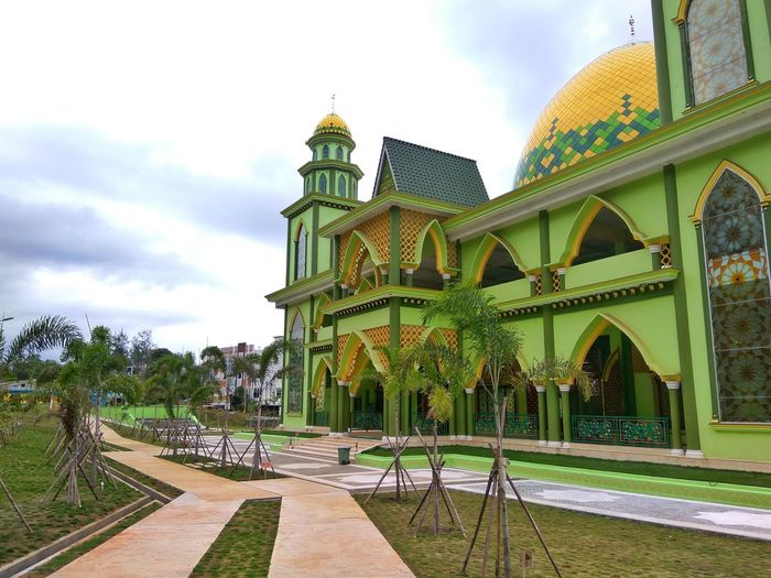 Cloud - Sky Architecture Travel Destinations Sky Day Outdoors No People Built Structure History Building Exterior Complexity Buildings Architecture Stockphoto Framing The View Melayu Kepulauan Riau Melayustyle Moaque Bintan Island, Indonesia Spirituality Place Of Worship Religion Dome Architectural Column Bintan  Bintan Island