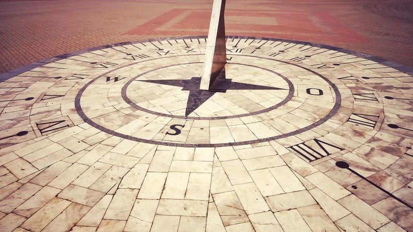 Outdoors Sundial Sign Time Backgrounds No People Street Photography Signs Arrow Circle Clocks At Street