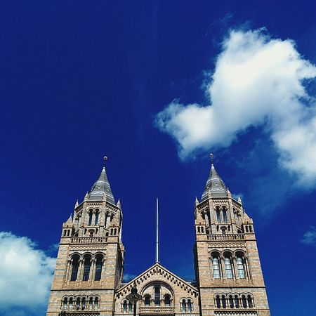 London Nationalhistorymuseum Museum Blue sky cloud clouds architecture instalike bestoftheday life cool instadaily vscohub vsco cool photography light photooftheday