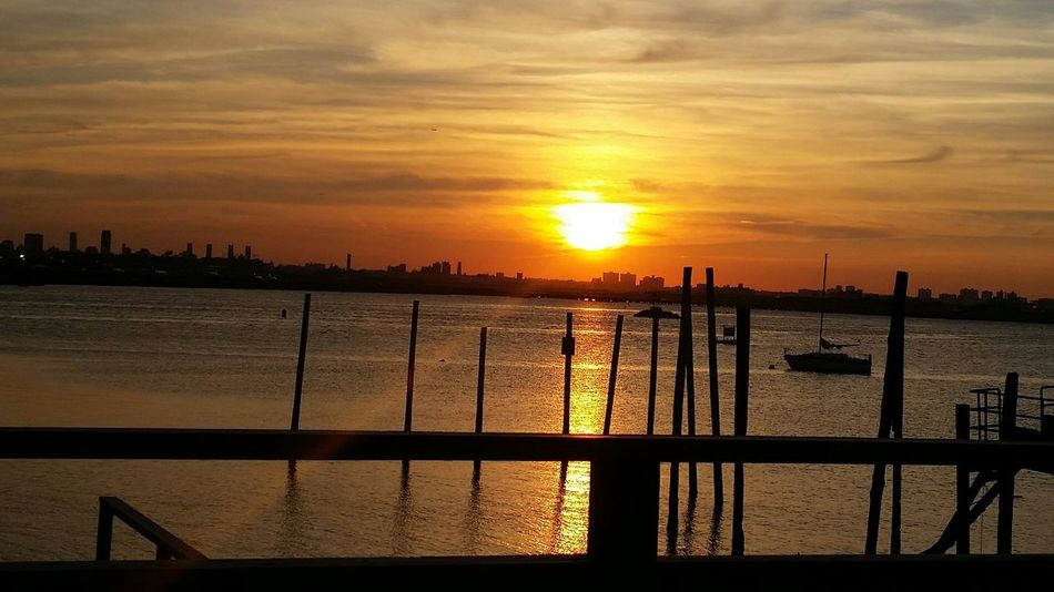 Goodnight NYC Yellow Sunset Sunrays My Smartphone Life EyeEm Best Shots Laguardia Orange Newyork Yatchclub Goodnight