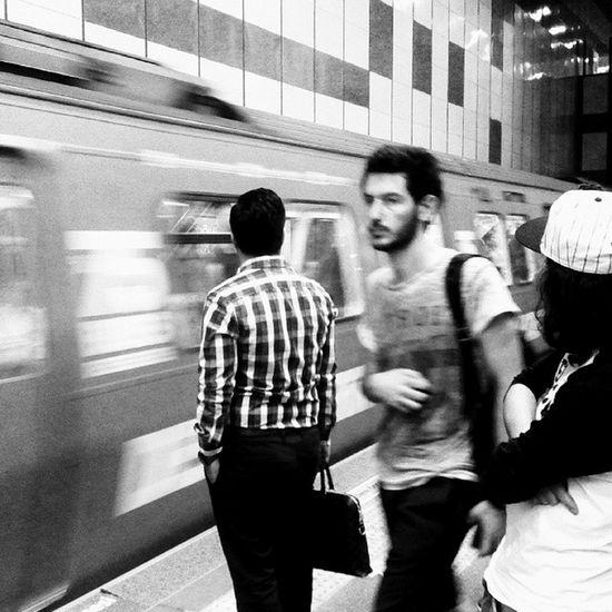 Gezinti.. CasperVİA v8 l Levent metro istasyonu. Gezinti Siyahvebeyaz Blackandwhite Bwworld instalike instagram instagood phsk phonephotography photo