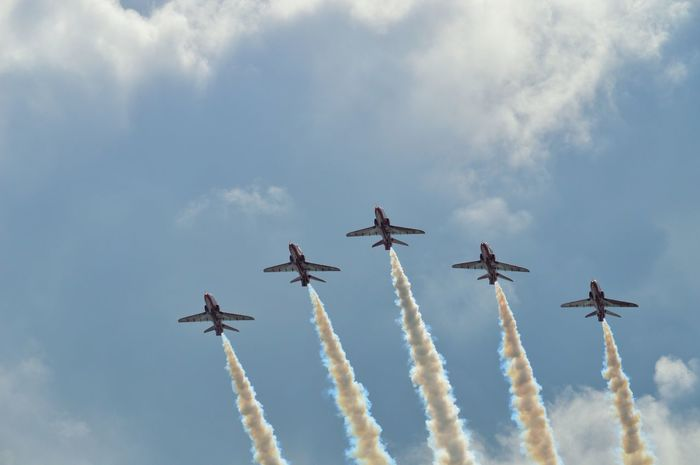 Red Arrows Red Arrows Air Display Planes Air Display  Air Show Jet Aeroplane Smoke Five In A Row Loud Skill  Teamwork