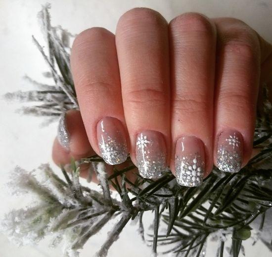 Nailsoftheday Nails Done Nailstagram Instanails Beauty Winternails Glitternails Glitterombrenails Waitingforholidays Newnails Snowflakenails Winternailart Nailfashion Nail Art Glittering Followme