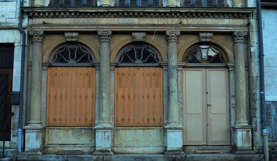 Architecture Architecture Rurale Building Exterior Clamecy Closed Colonnes Door Entrance Exterior Façade Geometry Historic Modénature No People Old Ornate Pattern Symmetry Volets Wall Wood - Material Yonne