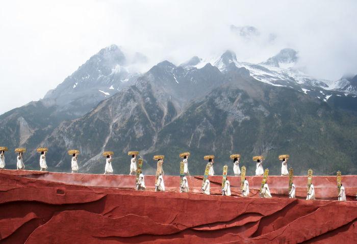 Mountain Background Cloud - Sky Impression Mountain Row Of Peoples Shangrila Shangrila China Show Travel Destinations