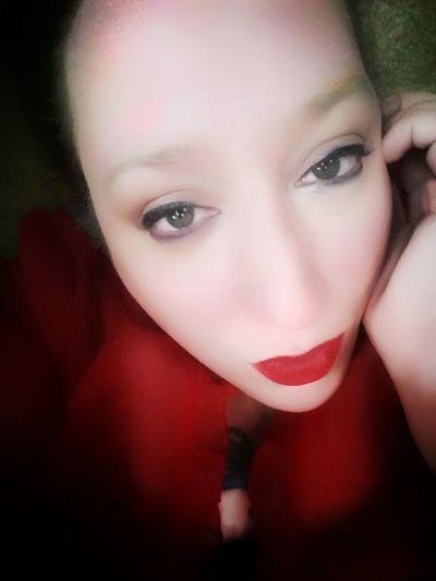 Green Color Greeneyes Greeneyedgirl Greeneyedbeauty Human Face Human Body Part Humaneye Portrait Of A Woman Faces Of EyeEm Face Red Red Lips Young Women Portrait Beautiful Woman Red Lipstick Beauty Hazel Eyes  Looking At Camera Red Headshot Females