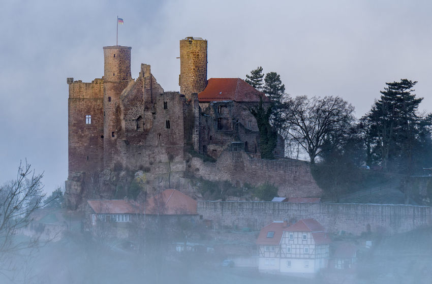 Burgruine Hanstein im Morgennebel Burgruine Burgruine Hanstein Castle European  Historical Building Morning Thuringia Architecture Building Exterior Built Structure Burg Hanstein Castle Castle Hanstein Cold Temperature Fog Foggy Foggy Morning Hanstein History No People Old Outdoors Rimbach
