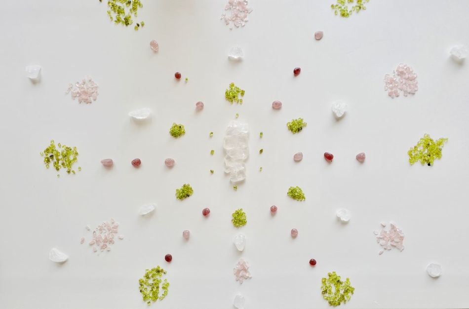 EyeEm Selects Crystal Mandala Clear Quartz Kaleidoscope Pattern Kaleidoscope Pattern Rose Quartz Peridot Strawberry Quartz Faden Quartz Healing Healing Arts Mandalas Therapy The Week On EyeEm Grid