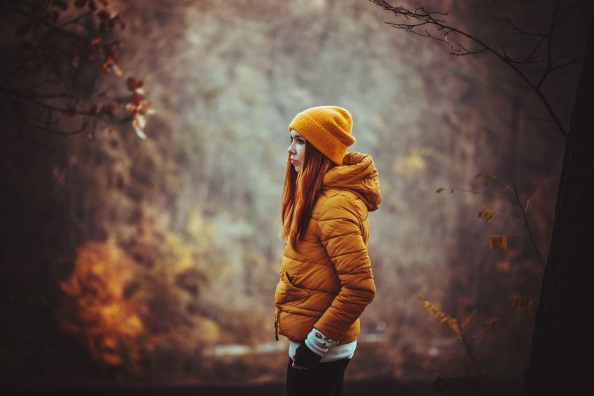 Lifestyles Life Live Beauty In Nature Keep  Akcent Nature_collection Lovely Autumn colors Autumn Leaves Autumn Portrait Great Lake Travel Warm Clothing Tree Beauty Winter Women Autumn Young Women Fashion Forest Scarf Back Knit Hat Leaves Mitten Foggy Backache Autumn Mood