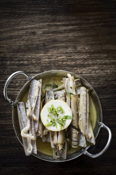white wine garlic steamed razor clams Razor Clams Close-up Day Directly Above Food Food And Drink Freshness Healthy Eating High Angle View Indoors  No People Plate Portuguese Food Ready-to-eat Studio Shot Table Vegetable
