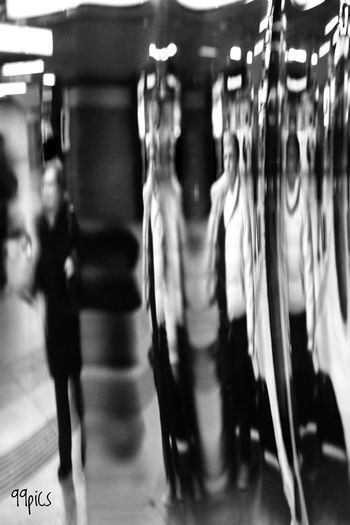 Distorsión de una realidad. Blackandwhite Blackandwhite Photography Silhouette Shadow La Vida En Un Reflejo Black And White Obsession Desenfocada Ale, Beautiful Name For A Reflection. Blurred Motion Indoors  People Adult Women Adults Only Day