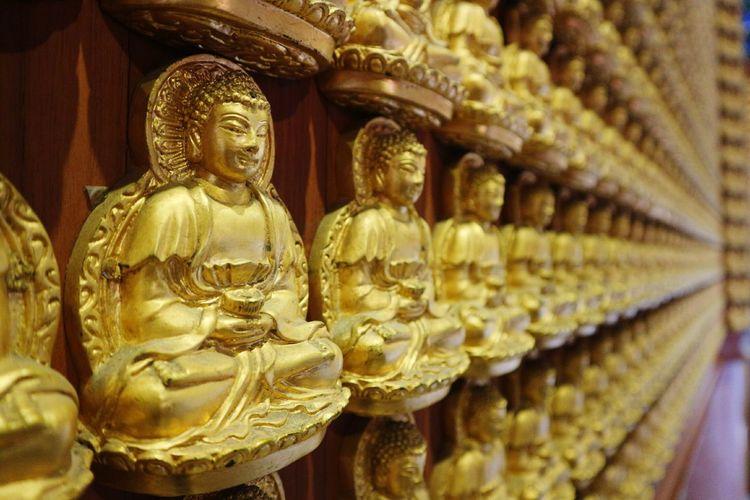วัดเล่งเน่ยยี่2 Travel Destinations Lengneiyi Thailand_allshots Chinese Temple In A Row Religion Statue No People Large Group Of Objects Sculpture Indoors  Close-up Tradition Golden Buddha