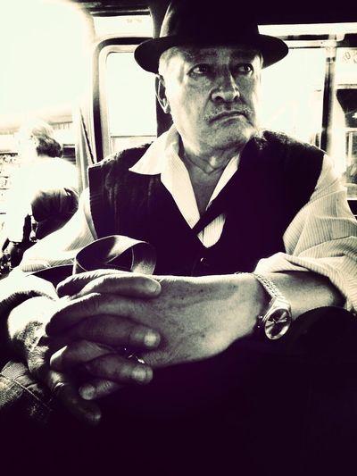 me encontre a un personaje muy pintoresco en la combi, hay que observar todo el tiempo en todo lugar... Streetphotography Public Transportation Portrait