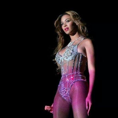 Queen Royal Thebest Bey Beyoncé singer performancer ontheruninparis mylove diva flawless bowdownbitches ??
